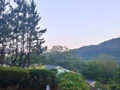 おはようございます 05:00前起床です 秋保温泉瑞鳳の 3階からの眺めです お風呂行こう