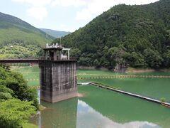 二川ダム ふたがわダムと呼び、有田川を挟んだ対岸の方まで歩けるようになっていました。