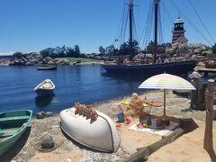 期間限定のイベントはダッフィー&フレンズ サニーファンが開催中でした。 この日はめっちゃお天気よかったのでビーチのような装飾が映えました。
