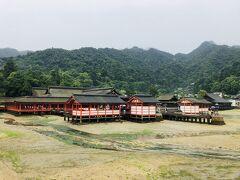 大鳥居側から見た厳島神社