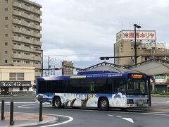 岩国駅東口18:48→岩国空港18:55 わずか7分、料金200円。IC可。  これだけ近いのって便利ですよね。 米軍基地でもあるので空港は撮影禁止です。  さっき岩国駅⇔錦帯橋のバスに乗ってたカップルも同じバスに乗ってて、なんと東京行きの飛行機でも近くの席でした。 雨の日にわざわざ観光名所行ってタッチで折り返すなんて絶対ドラクエ仲間だろう・・・と思うのですがほとんど会話されないので真実はわかりませんでした。  岩国19:40発ANA→羽田21:10 毎日5便だったのが2便になってしまったのでそこそこ乗客がいます。 半分くらいは埋まってたでしょうか。  定刻で羽田に帰還しました。 猛暑とか熱中症なんてどこの国の話?というくらい大雨で、荷物も全部びしょ濡れになりましたが、今回は「全部訪問済みだからやっつけ」の予定だったのに思いのほか楽しめました(*^_^*)  次は4連休・・・1年以上帰れていなかった実家に帰省しただけなので旅行記になるかは未定です。福島のおみやげ回収などしてました。  Fin