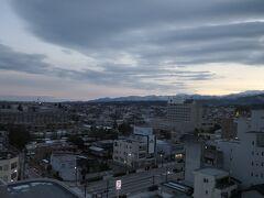 7:00 本日は少し雲が多いです。