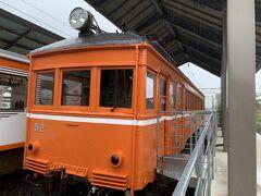 駅構内には日本最古級の電車がある、というの情報があったので駅構内に入ってみるとそれらしき電車が。 「デハニ50形・52号車」らしい。 最近ちょっと鉄道に興味が出てきたもののなんちゃっての域にすら達してない程度なので全然わからない(笑)。