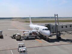 今回お世話になるJ-Air。 朝一の飛行機でしたが、座席はがらがらでした。 搭乗率30%くらい???