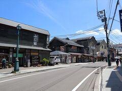 堺町通りを散策します。 この日の小樽は最高に暑くて、気温、30度超えでした。 そのせいなのか、人影もあまりなく。