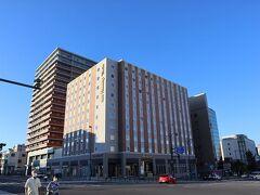 チェックインできる時間になったので、ホテルに戻ります。  ホテルは小樽駅前にあるドーミーイン。 宿泊料は素泊まりで12,000円くらいでした。高いね~。 でも、温泉があるからね。