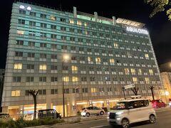 ここでフォロワーさんとお別れして、ホテルに向かう。 途中、もう一つの候補のホテルであったアクアチッタを発見。  インスタ映えしそうなプールとイタリアンの朝食がおいしそうであったが、値段と場所で別のホテルにした。 駅からもそんなに離れていないし、きれいなホテルなので、今度那覇に泊まるときの候補にしたい。