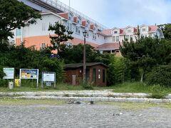 14時過ぎ、自宅から1時間強で城ヶ島到着。  こちらに1泊お世話になります。 元OYOホテルかな?今年3月グランドオープンらしい。  https://caro-foresta.com/base/
