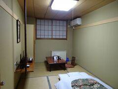 信濃大町駅近くの宿で前泊(1泊4509円)。既に3回目で信濃大町の定宿化しています。今回の部屋は「大天井」でした。