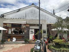まずは駐車場から歩いてすぐのクロカフェ まだ新しいお店かな 有名な黒壁ガラス館のお隣  ここで少し観光パンフレット見て、行くとこ考えよう