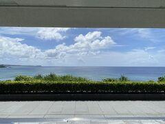 やっとハレクラニ沖縄に到着^^  晴天~~ ハレクラニ沖縄もクラブラウンジ利用です。 ハレクラニの緊急事態宣言中の対応は 合計請求から10,000円引き(レストランやスパ利用代金より)という事でした~ 10,000円はとても助かります☆彡