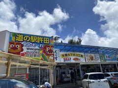 ハレクラニ沖縄に向かう途中に 「いつも車多い道の駅通るよね~寄ってみよう!」とのことで。  道の駅許田へ!本当多い~~~~。 多い理由がきっと。「宝くじ」ですね! 全然知りませんでしたが以前1等7億円がでているという…!!! 早速行列に乗っかって10枚購入(^^ゞ