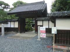 渋沢栄一生地:門も立派、敷地は広いです