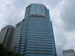 「ストリングスホテル東京インターコンチネンタル」はこのビルの26階から。  外観はこうなっているのねー。