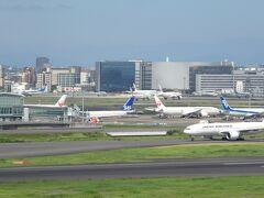 ガリバーズデッキで旅立つ飛行機を見学中!!これも東京に来た時のルーティーンですなぁ!