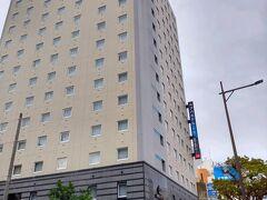 アパホテル那覇。1泊約4000円で、ここも安いから安易に決めて失敗した…