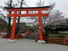 さて、上賀茂神社をバスで離れ、より中心部へと戻ってきました。
