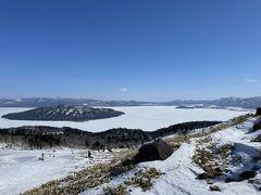 次降りたのは、屈斜路湖を一望できる美幌峠。 ここでランチ休憩です。私はガイドさんおすすめ、カニみそラーメンをいただきました~