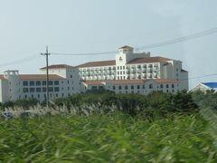"""この頃""""沖縄の別荘""""になりつつあった読谷村のホテル日航アリビラが見えてきました。 ほぼほぼ毎月泊まりに来ていたくらい沖縄にはまってました。"""