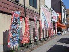 2日目の朝。 ホテルの朝食は食べず(っていうか、素泊まりだけど)、小樽駅の近くにある三角市場を訪ねました。 朝、7時から開いているお店もあります。