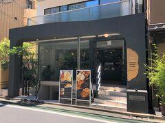 東京・表参道【純生食パン工房HARE/PAN】  2021年3月21日にオープンした【純生食パン工房ハレパン】表参道店 の写真。  いつもは食パンのプレミアムかプレミアムデニッシュを購入しますが、 今回は純生カステラを買いに来ました。