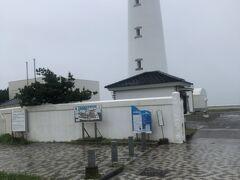 近くの灯台、雨の中登る気力がないです・・・
