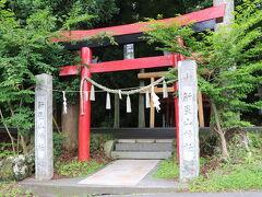 先ずは、新屋山神社。 こちらの神様は硬貨より紙が好きとの事でしたので ピン札を用意して行きました。