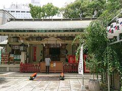大阪で所用を済ませて遅いランチにお初天神にある瓢亭を目指すも、いきなりの雷雨。  傘はない。  駅前第三ビルのカフェで雨宿り。