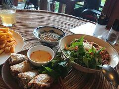 ディナーは、近くのこちらのベトナム料理レストランへ。 店内の内装がアジアンテイストで、オリエンタルな雰囲気で、とても過ごしやすい空間でした。