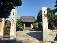 亀戸天神に向かう途中で光明寺に立ち寄りました。 二世歌川豊國のお墓があるみたい。