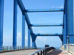サザンゲートブリッジに来ました。 埋立地である南ぬ浜町を結ぶ大橋です。 徒歩で渡る事が出来ます。
