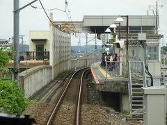 上溝駅。 今は高架駅だけど、かつては土盛りの上の駅だった。 その当時から片面ホームなのは変わらない。