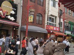 次は南京町中華街に行きました。横浜中華街、長崎新地中華街とともに日本三大チャイナタウンの一つに数えられます。南京町中華街には様々なお店があり、賑わっていました。南京町は住宅地図は見ても見つかりません。その理由は南京町は元々あった地名ではなく、神戸の人たちがチャイナタウンにつけた名前だからです。中国人が移り住み、人々の生活を支えるマーケットを作る歴史があったからです。(南京町ガイドブック参照)今回は北京ダックと神戸牛グルメを満喫しました。