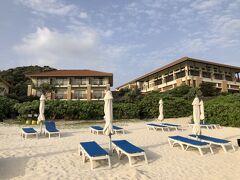 ビーチからみたホテル。この日、ダイビングを予約していたのですが、波が高いとのことで中止となりました。