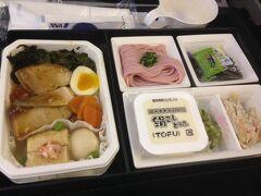 成田空港からANA便でシカゴ・オヘア空港へのフライトです。 こお当時はスタアラゴールド会員ではなかったのでラウンジ利用は無かったので機内食の写真からスタートです。