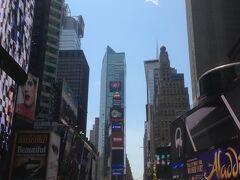 そして昼時になりタイムズスクエアに来てみました。いつか新年カウントダウンをここでしてみたいです。コロナが終息してからですが。