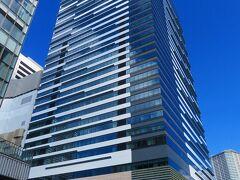 本日宿泊するのは、2020年8月OPENの三井ガーデンホテル豊洲ベイサイドクロス  https://www.gardenhotels.co.jp/toyosu-baysidecross/ の35階。 いわゆる最近流行のおこもりステイであります (≧◇≦)