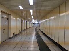 外苑前駅から新宿駅へ。 20番出口へ向かいます。
