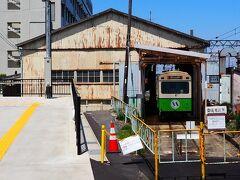 内部駅は、改札口を出たすぐ脇が、唐突に車庫になっています。電車もさるコトながら、車庫も小さいですね。。