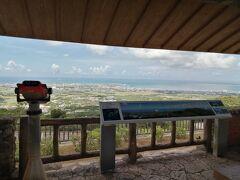 展望台からの眺め。中央は石垣市街、右端は竹富島。