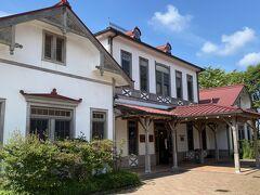 国鉄時代の旧軽井沢駅舎。今はしなの鉄道の駅舎です。