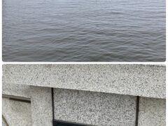 「幣舞橋 ぬさまいばし」から釧路川河口