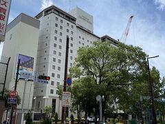 翌朝、福岡の老舗ホテル「西鉄グランドホテル」へ。