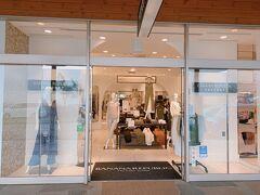 そのあとは駅前のアウトレットへ 東京で定価で売っている洋服が、こちらで半額で売っていたりします 今回も今季3万の洋服を半額で購入できていい買い物ができました