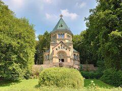 ●Votivkapelle(フォーティーフカペレ)  ルートヴィヒ2世の死から約10年後に建てられた奉納礼拝堂です。