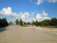 Isar(イザール川)  ミュンヘン市内に戻ってきました。  先日ドイツ西部を襲った豪雨ですが、その後バイエルン、オーストリアのアルプス付近でも大雨をもたらしました。結果、普段は穏やかなイザール川もかなり水位が上がり濁流となっていました。