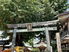 妻恋神社から徒歩で10分弱。 湯島天神へ。