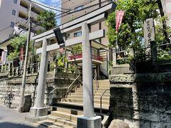 神田明神から数分のところに鎮座する妻恋神社。