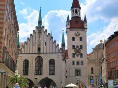 Altes Rathaus(旧市庁舎)  ここ最近は、各地で不安定な天候が続いていましたがこの日は久しぶりの晴れ。