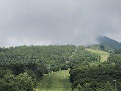清里高原ホテルから車で数分のサンメドウズ清里に到着!  やばい(^_^;) 上の方は雲がかかってるし…